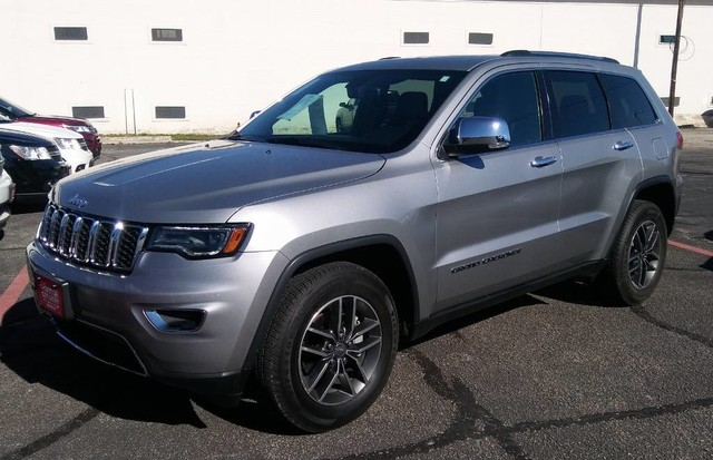 PRE-OWNED 2017 JEEP GRAND CHEROKEE LIMITED REAR WHEEL DRIVE SUV