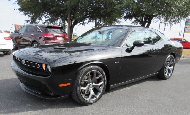 PRE-OWNED 2016 DODGE CHALLENGER R/T REAR WHEEL DRIVE COUPE